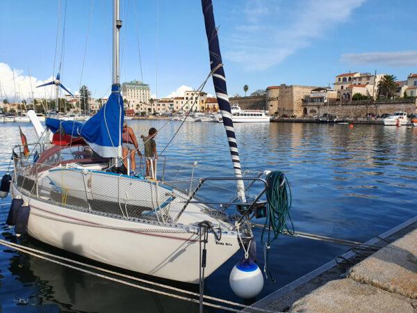 SY Marie im Hafen von Alghero, Sardinien